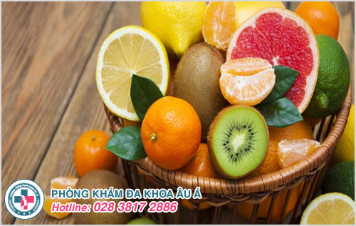 Nên ăn các loại trái cây sẽ giúp bổ sung các loại vitamin và nâng cao sức đề kháng