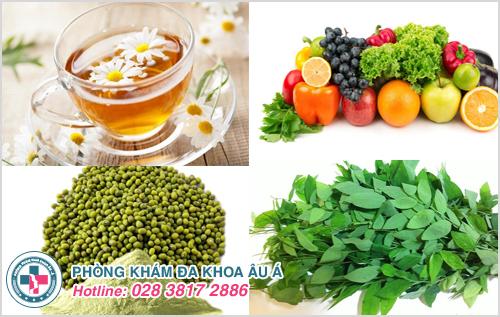 Trà hoa cúc, đậu xanh, các loại rau củ quả có công dụng thanh nhiệt, giải độc, tiêu viêm