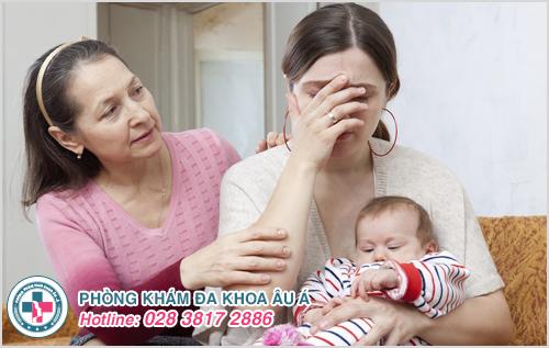 Bị tiểu buốt sau khi sinh con có sao không?