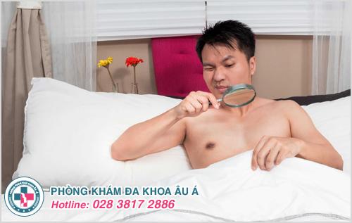 Cẩn thận với dấu hiệu đau tinh hoàn bên phải ở nam giới