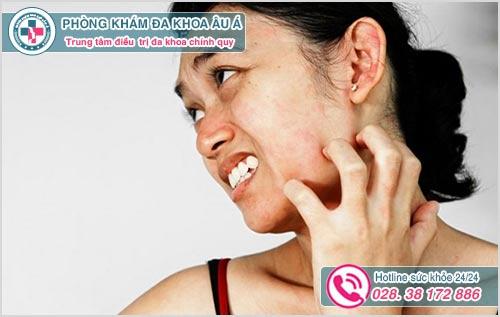 Da mặt bị nổi sần và ngứa là biểu hiện bệnh gì?