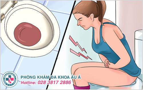 Đi tiểu buốt và ra máu kèm theo đau bụng dưới