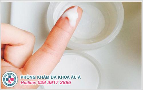 Đi tiểu ra huyết trắng ở phụ nữ là dấu hiệu bệnh gì ?