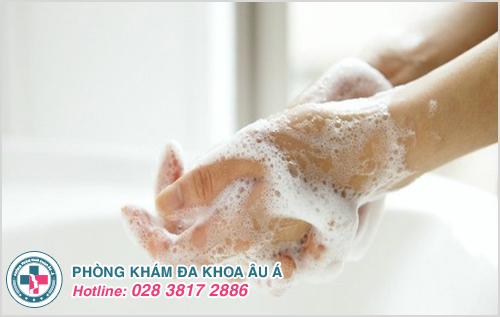 Hướng dẫn cách trị mụn nước ở tay đơn giản hiệu quả tại nhà