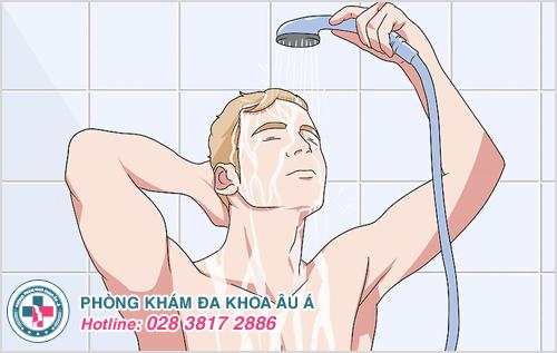 Hướng dẫn cách vệ sinh viêm bao quy đầu tại nhà cho nam giới
