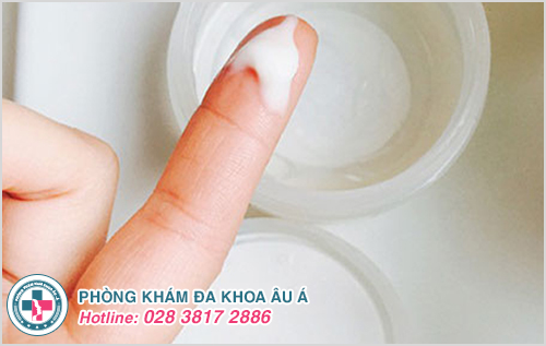 Huyết trắng dạng sữa đặc hay dạng bã đậu là bệnh gì?