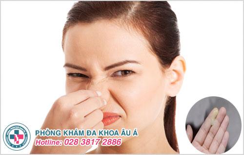 Khí hư có mùi chua: Nguyên nhân, triệu chứng và cách điều trị