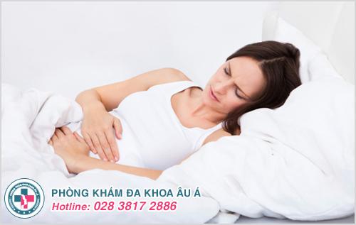 Đau vùng tiểu khung và đau bụng dưới kéo dài trong nhiều ngày khi bị lạc nội mạc tử cung