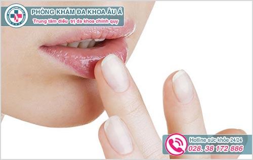 Mụn bọc ở môi : Hình ảnh nguyên nhân biểu hiện và cách trị