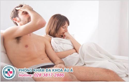 Quan hệ tình dục không an toàn với người bị mụn cóc sinh dục có thể lây bệnh