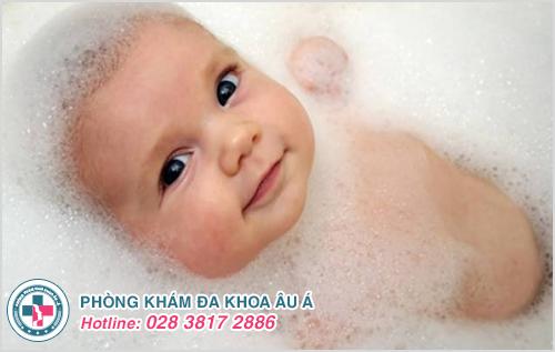 Mụn đỏ ở trẻ sơ sinh: Hình ảnh nguyên nhân dấu hiệu cách trị