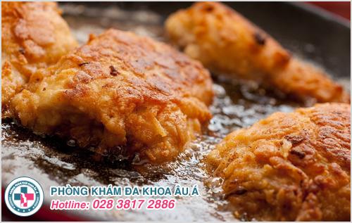 Ăn nhiều thực phẩm nóng, chứa dầu mỡ, chất béo
