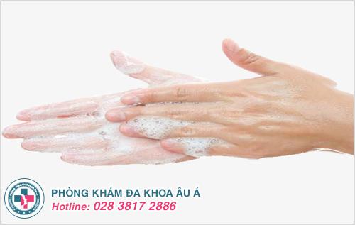 Mụn nước ở tay : Hình ảnh nguyên nhân biểu hiện cách chữa